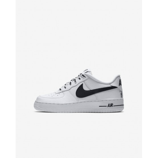 Chaussure Casual Nike Air Force 1 Garcon Blanche/Noir 820438-108